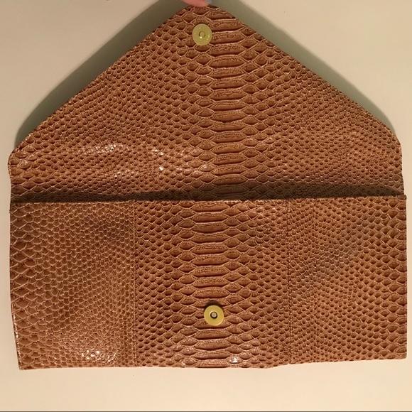 0ab47bc5c1ec NWT Women s Faux Snake Skin Envelope Clutch